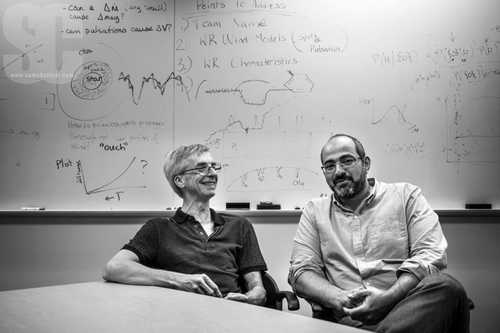 Robert Lamontagne et Olivier Hernandez, astrophysiciens à l'OMM, Université de Montréal. Photographie : Samuel Challéat.